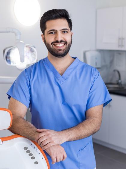 Dr. Rastgoo Parsa - Dentist