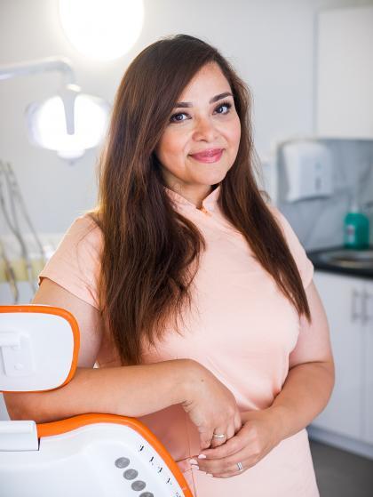 Dr. Ghayebi Neda - Fogorvos