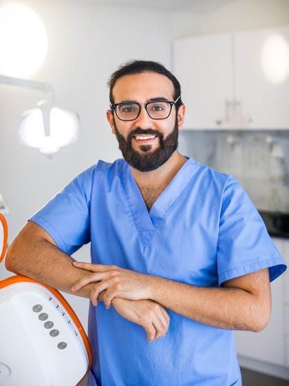 Dr. Kamalian Abed - Fogorvos