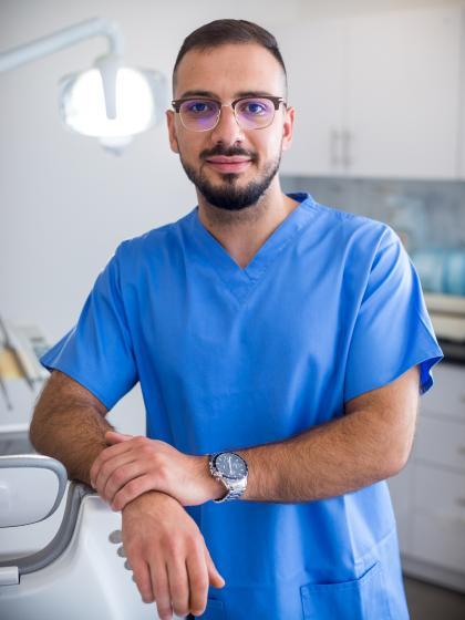 Dr. Omar Momani - Fogorvos